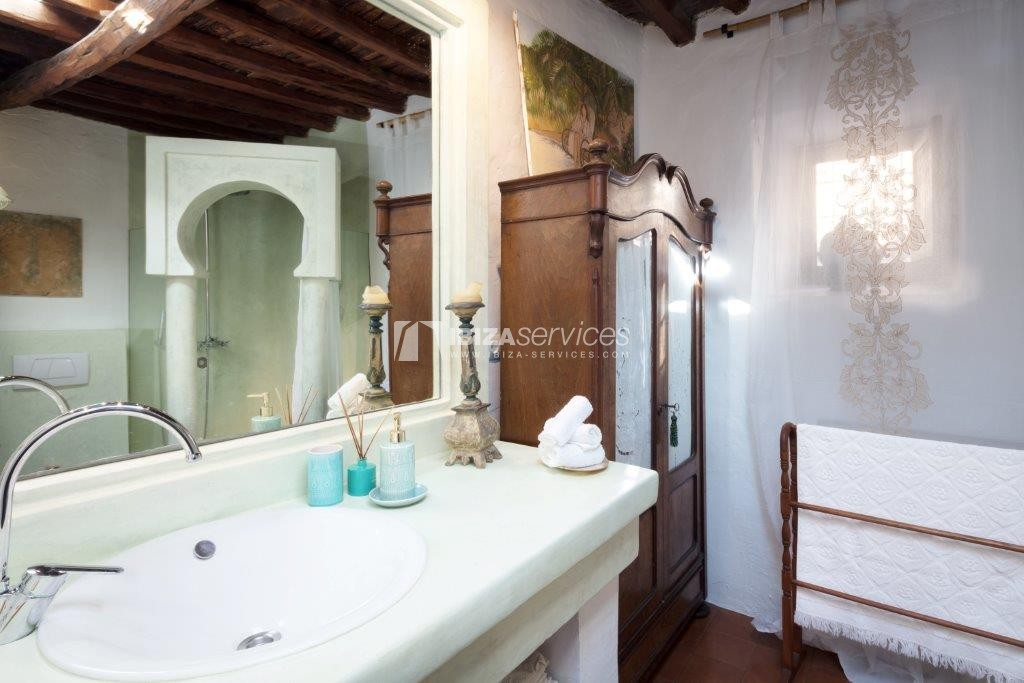 Lovely restored Finca natural beauty and elegance perspectiva 17