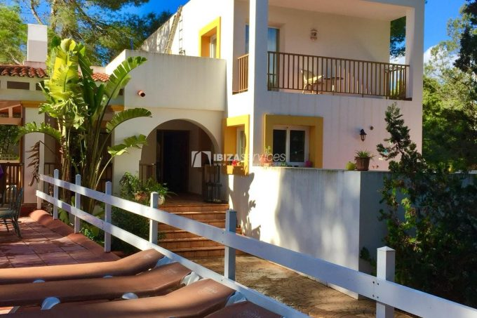 Cala Tarida house of 350sqm just steps from the beach.