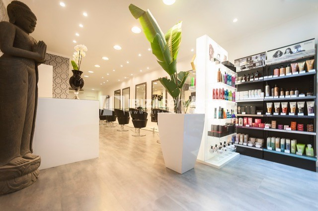 Rent hairdresser salon in Ibiza with goodwill
