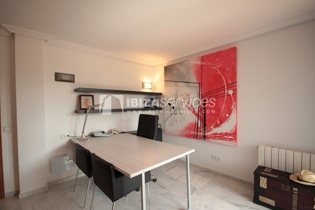 Triplex Can Misses for sale perspectiva 28