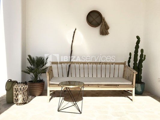 Authentic Ibiza style villa KM5 for 20 people groups perspectiva 7