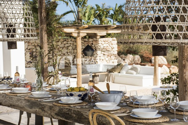 Authentic Ibiza style villa KM5 for 20 people groups perspectiva 8
