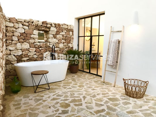 Authentic Ibiza style villa KM5 for 20 people groups perspectiva 9