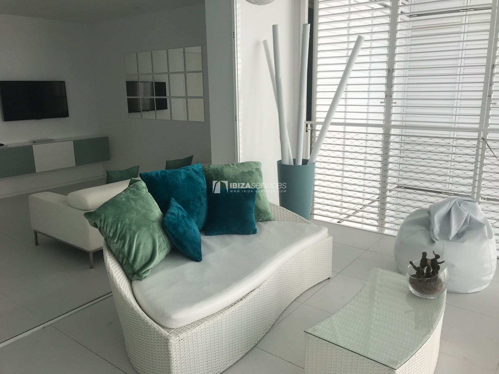 2 bedroom apartment for sale Patio Blanco perspectiva 2