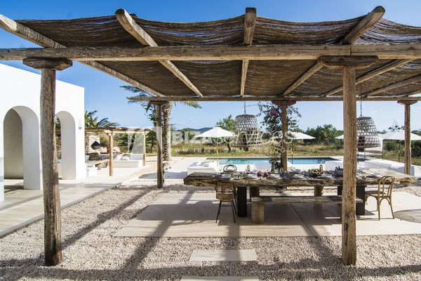 Authentic Ibiza style villa KM5 for 20 people groups perspectiva 2