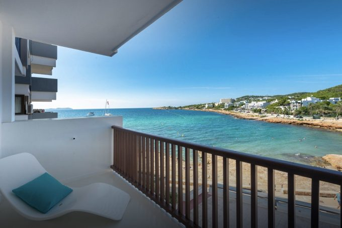 Buy 2 bedroom apartment on the seafront San Antonio