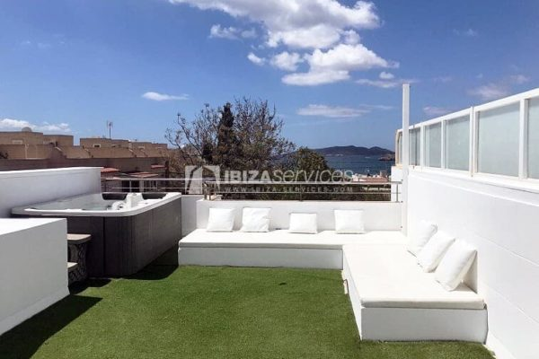 Townhouse 3bedrooms for sale Illa Plana roofterrace jacuzzi