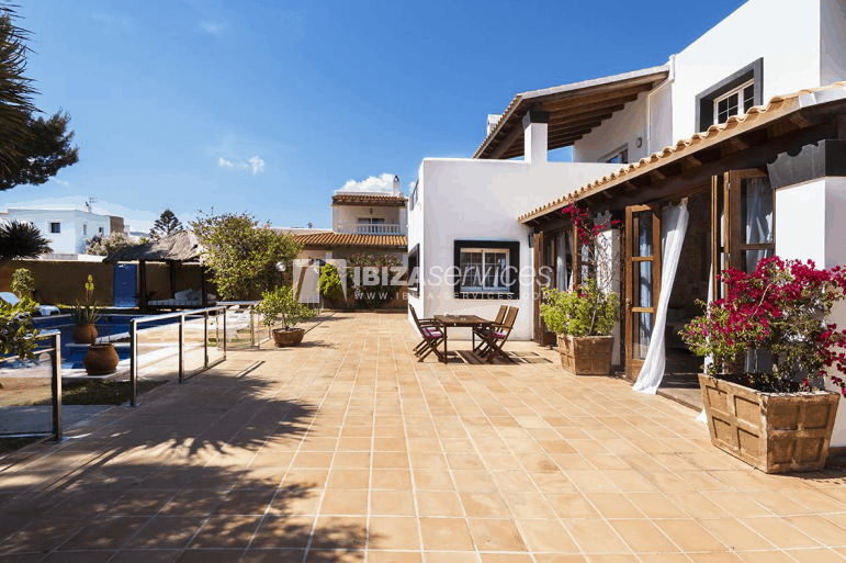 Villa with a sea view near Ibiza town with rental license