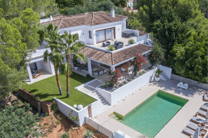 Villa for sale Can Furnet with sea view and views on Dalt Vila