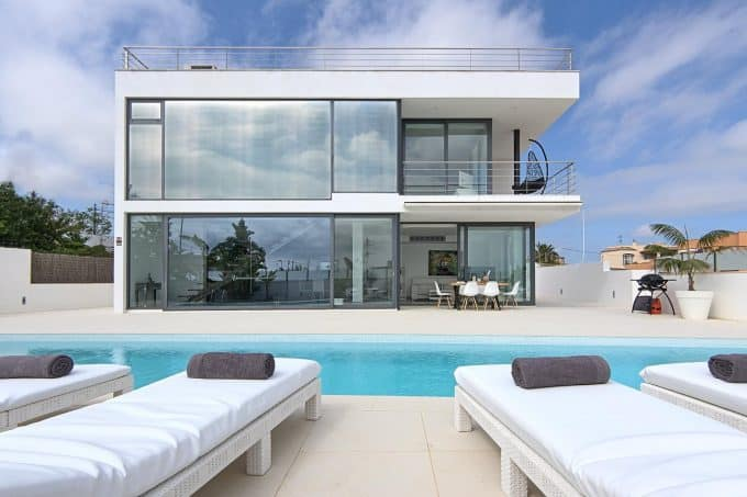 Modern and minimalist villa in Ibiza city for sale with tourist license