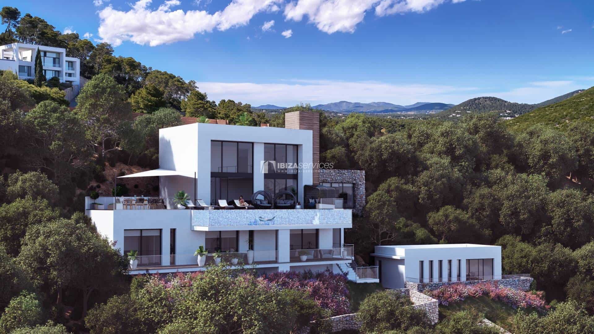 Spectacular front line villa with latest technologies in a private urbanization