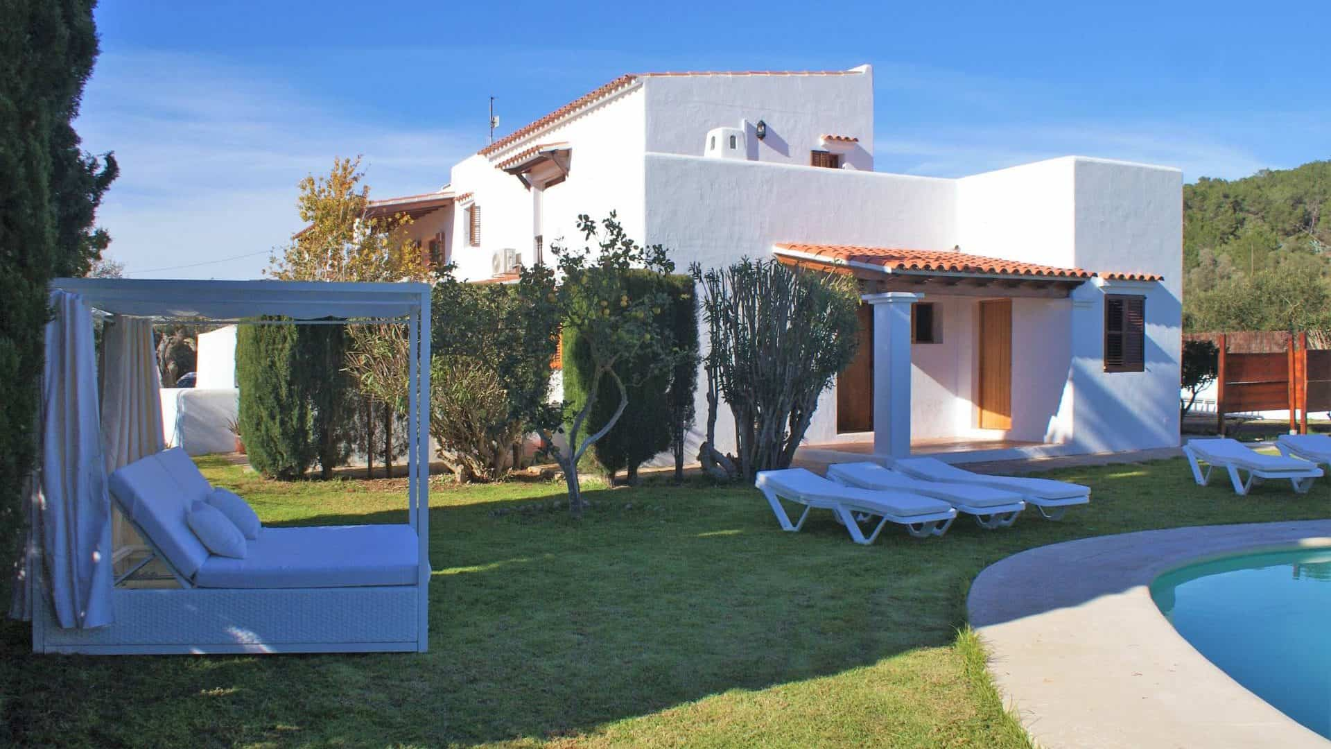 Santa Gertrudis finca with rental license