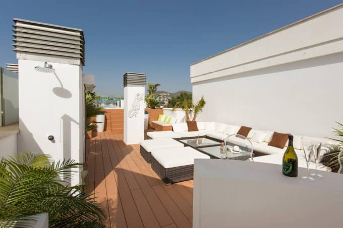 3 bedroom penthouse seasonal rental Talamanca with jacuzzi