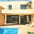 Modern house with rental licence walking distance to the sea