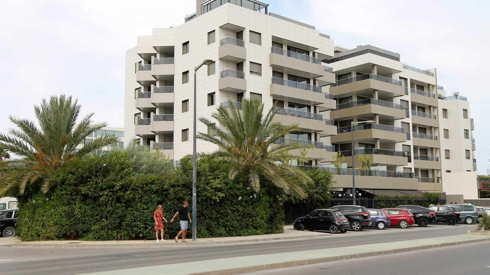Rent summer season nice 2 bed 2 bathroom apartment Ibiza paseo maritimo area