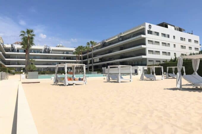 2 bedroom Penthouse Royal Beach for sale
