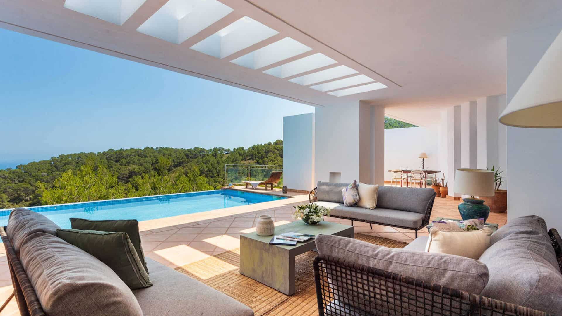 Hill top villa with pool and and amazing sea views on the South Coast – Long term rental.