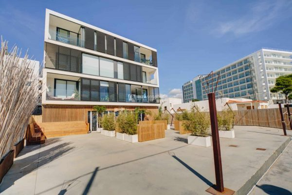 3.2 Front line of Playa d'en Bossa penthouse for rent