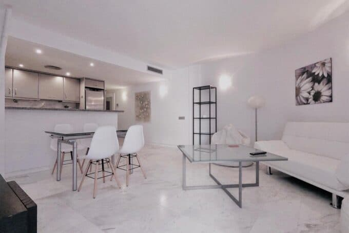 Long term rental 2 bedroom apartment, paseo maritimo.