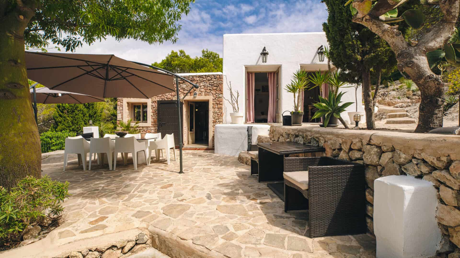 Las Salinas Charming finca for sale with sea view and tourist license