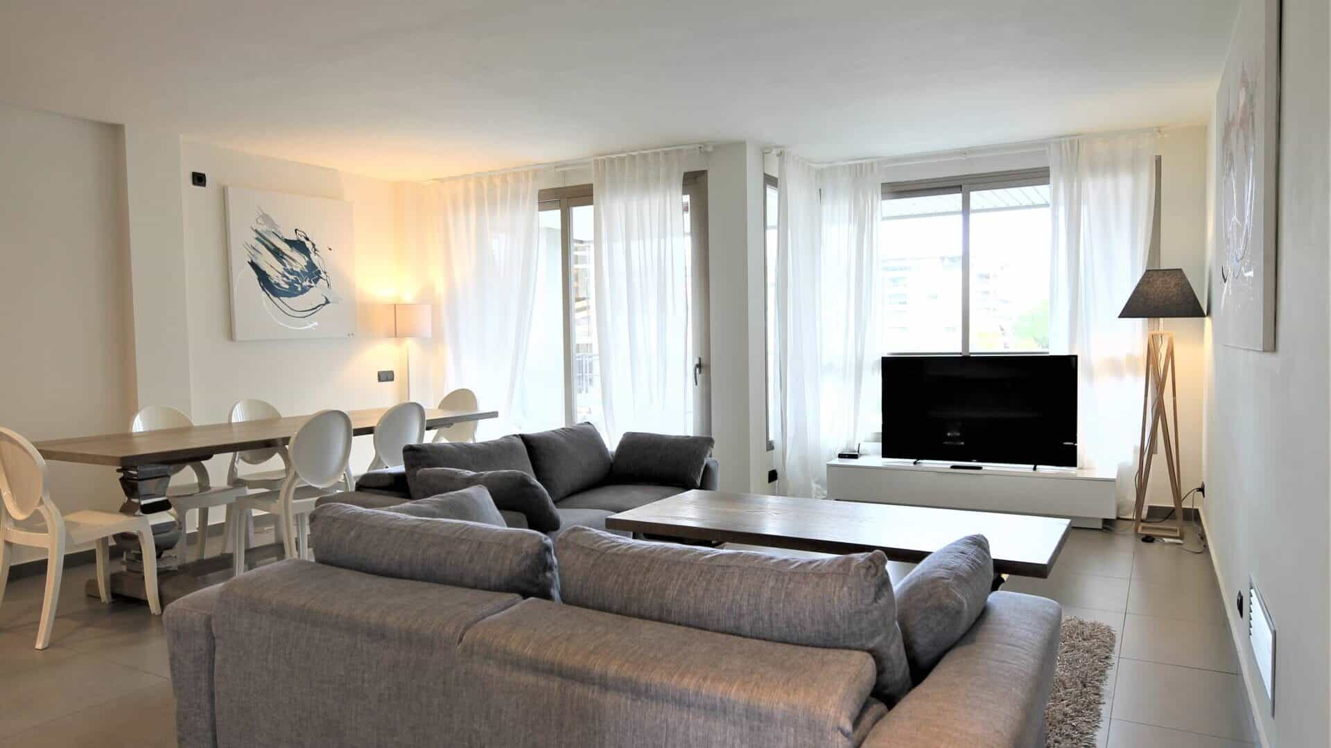 4.2.A Yearly  rental 3 bedroom apartment Botafoch
