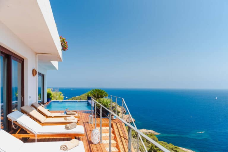 Roca Llisa 5 bedroom holiday villa with seaview