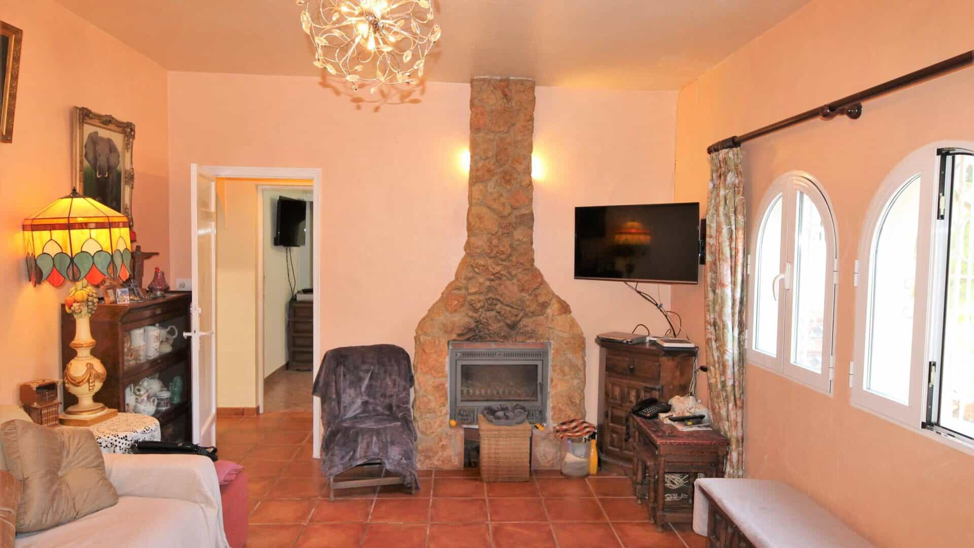 Appealing cosy family home near to a sandy beach