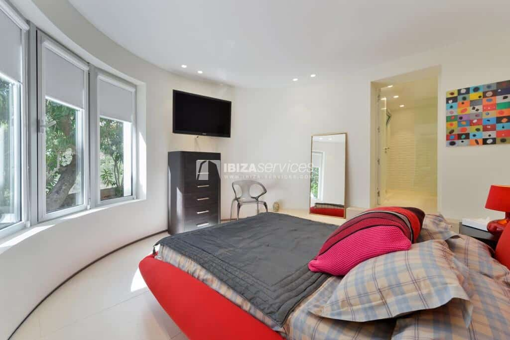 Luxury and spacious villa available for winter rental in Can Furnet