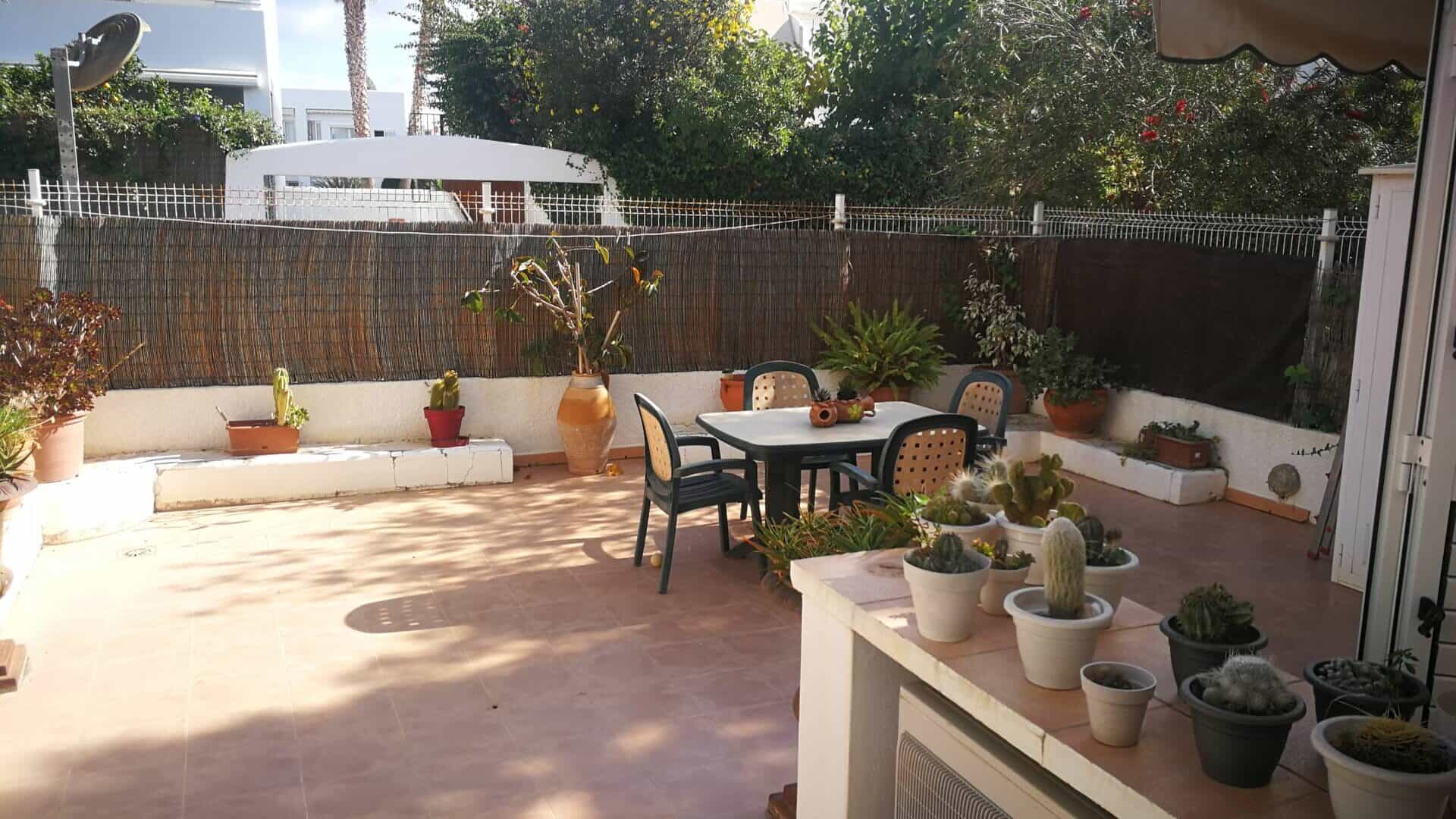 Nice apartment with garden and great location in Santa Eularia