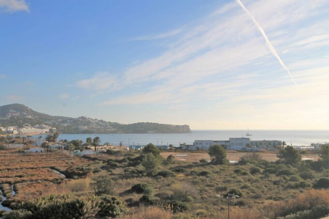 Spectacular sea views modern apartment 50 mtrs from the beach