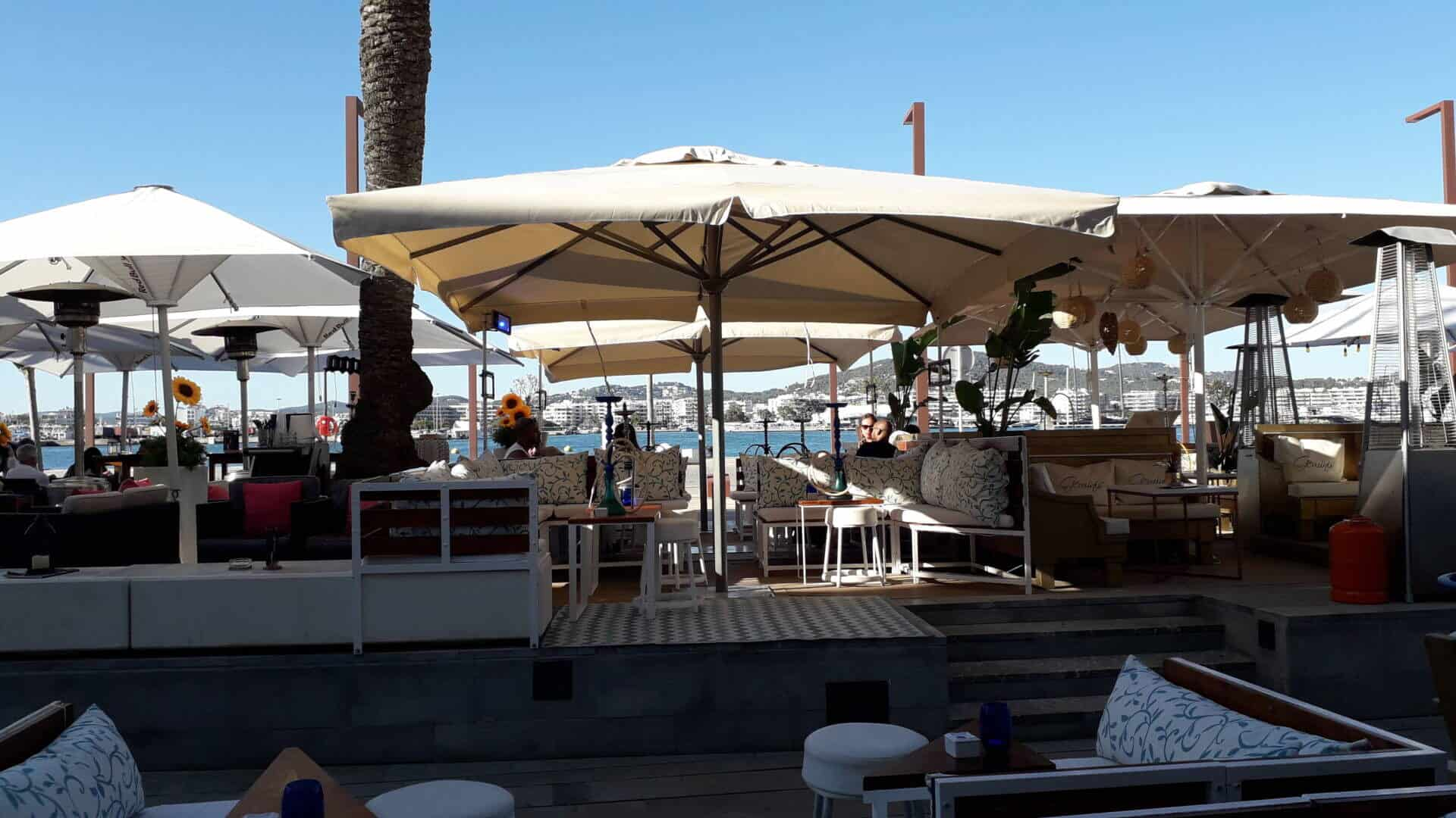 Bar cafeteria with a great location, first line of Ibiza old Port to rent