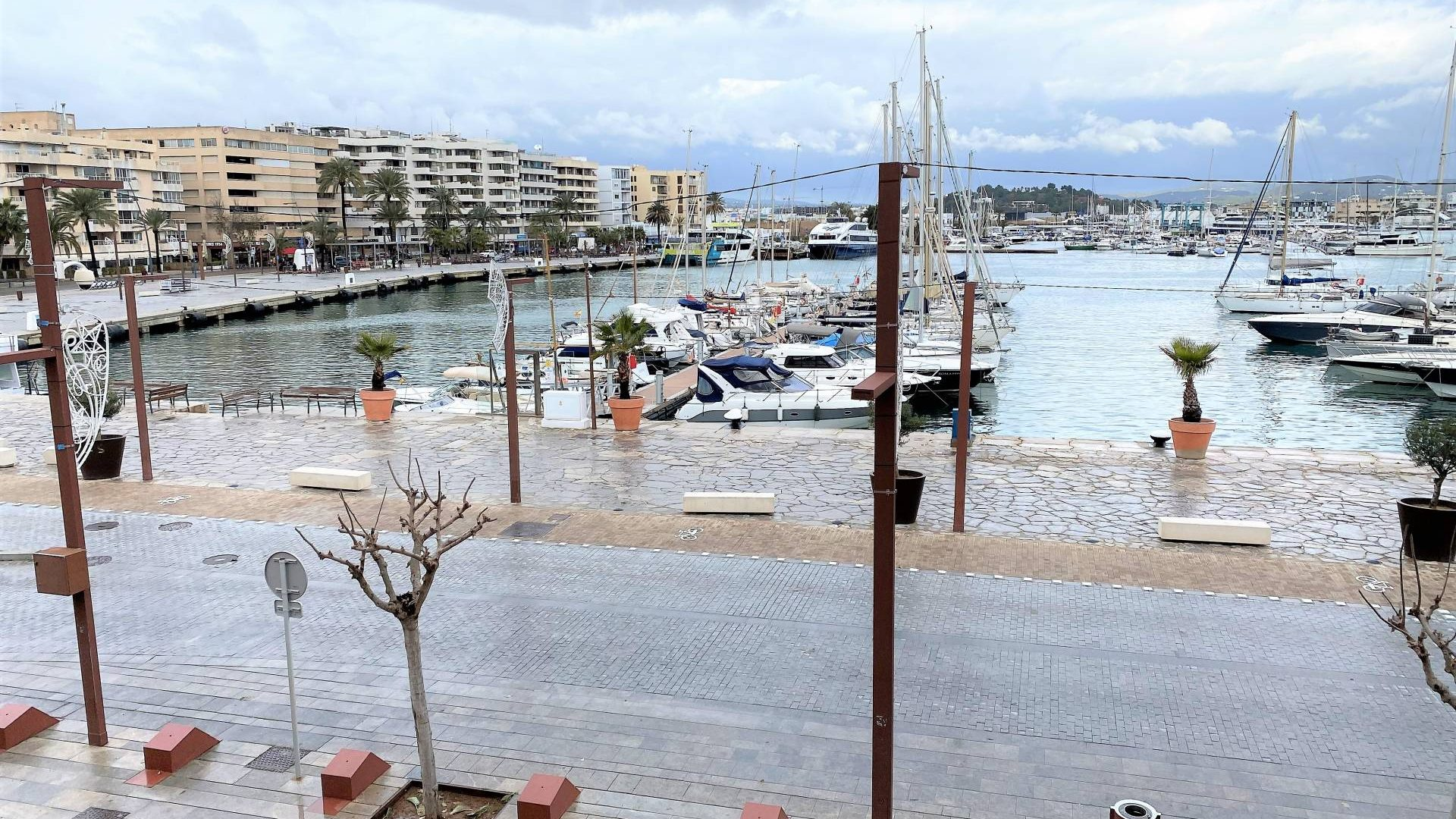 Ibiza Rent loft, apartment, offices on the port.