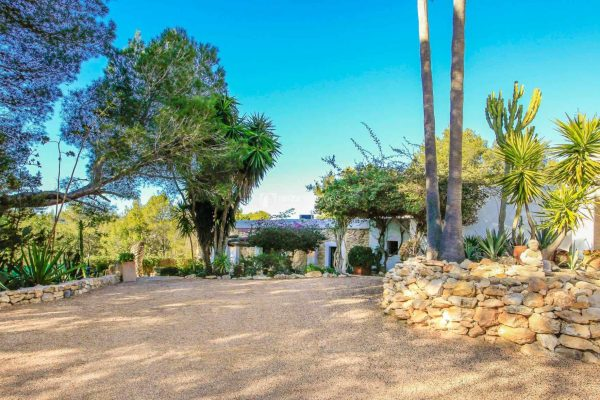 Charming fully renovated Finca near Santa Eulalia for yearly rental.