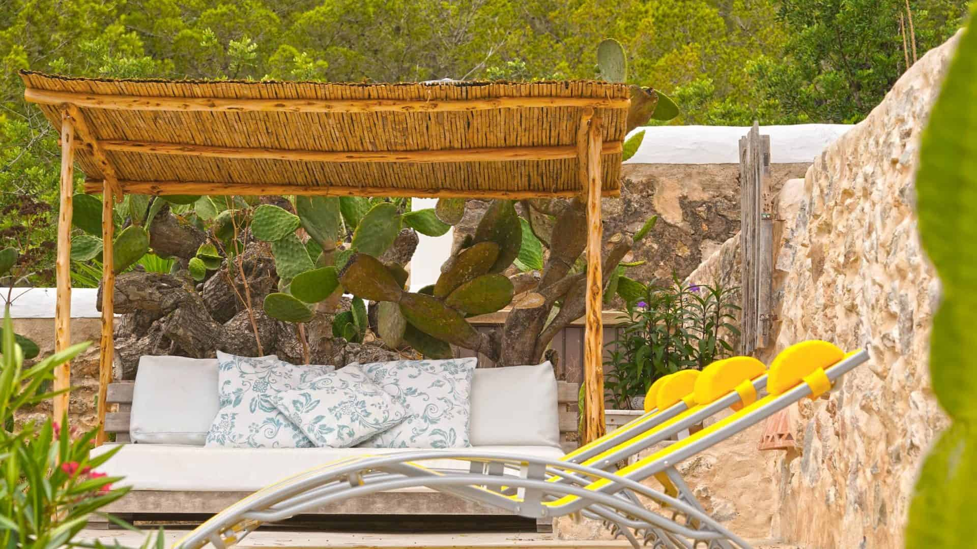 Centrally located lovely 4-person finca with pool holiday rental