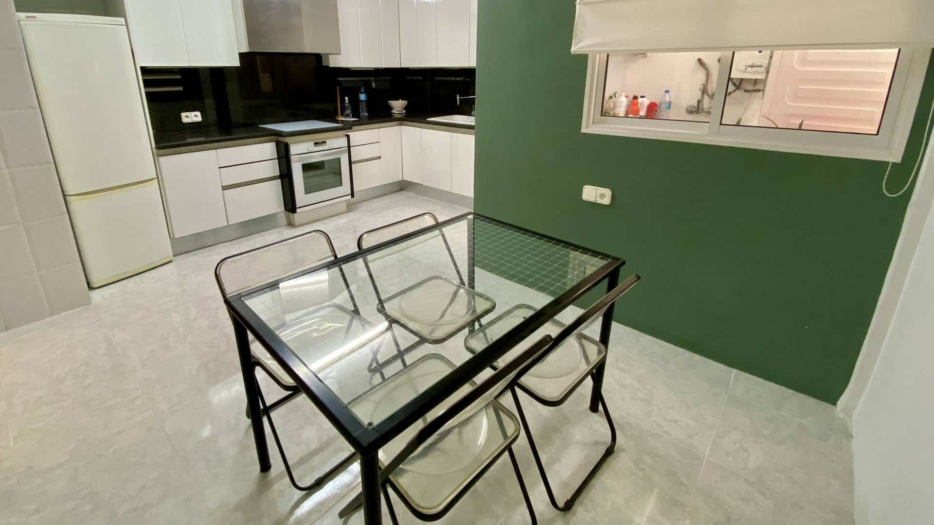 Nice 3 bedrooms apartment for annual rental in Jesus center