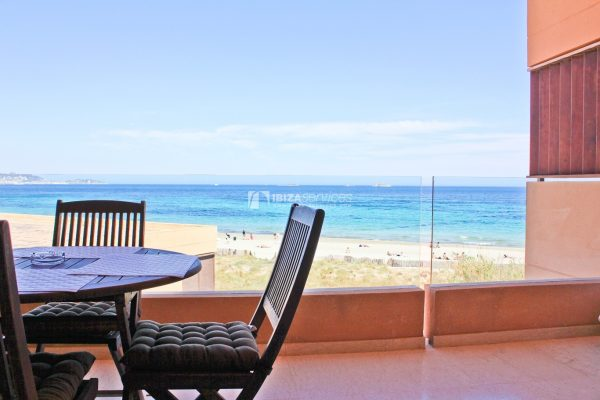 Beach front apartment for seasonal rental in Playa d'en Bossa