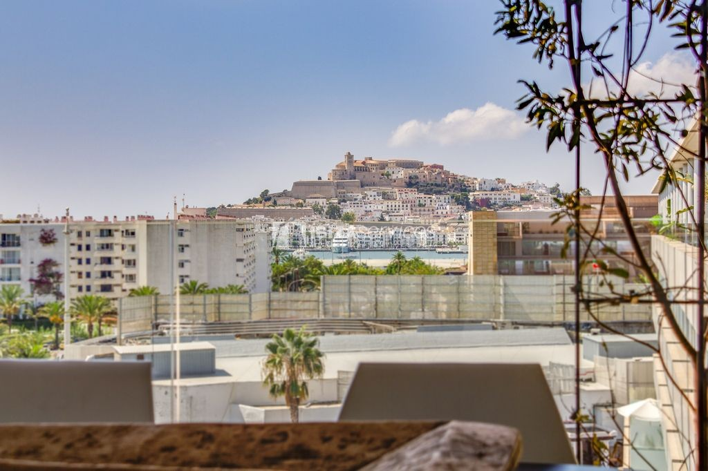 Wonderful penthouse in the prestigious The White Angel building in Marina Botafoch