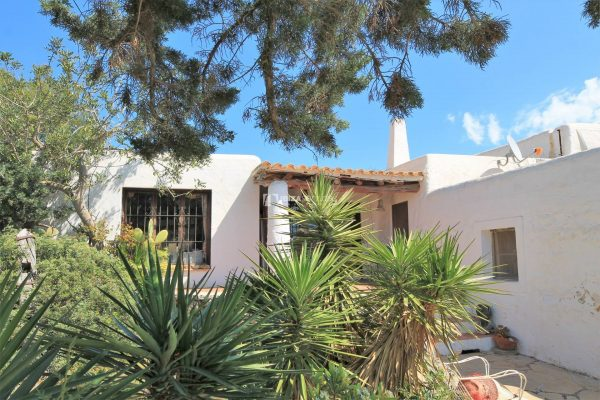 Authentic finca with sea views and holiday rental license