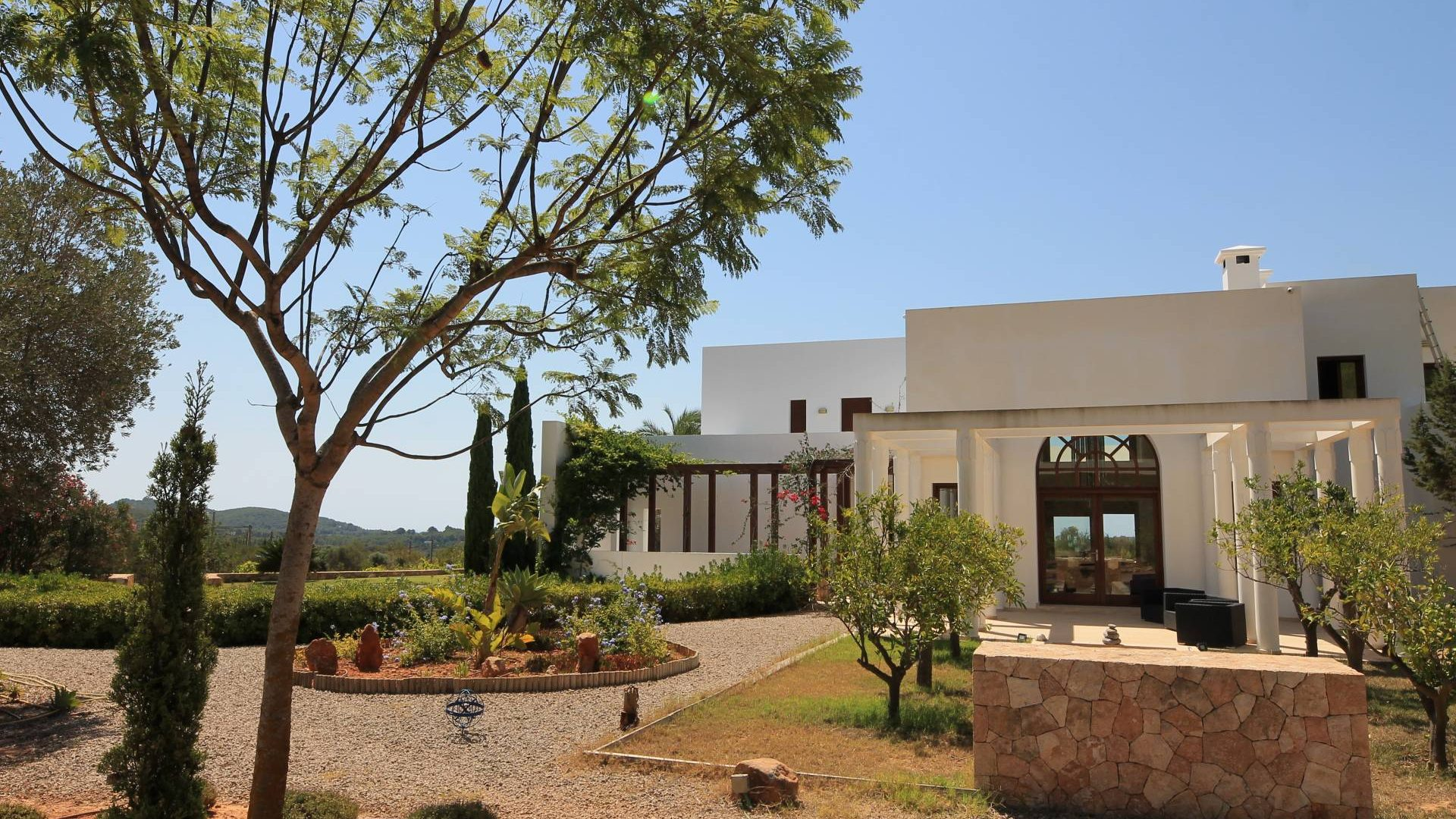 Elegant countryside home with tennis court and tourist license