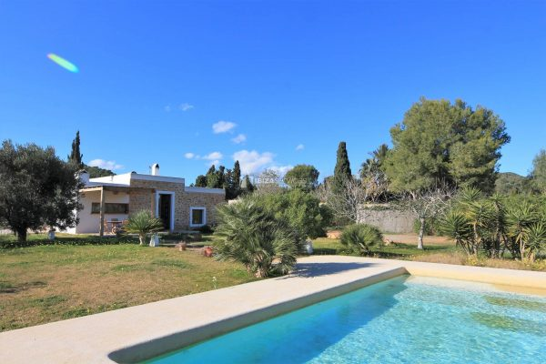 Lovely renovated finca with touristic rental license for sale