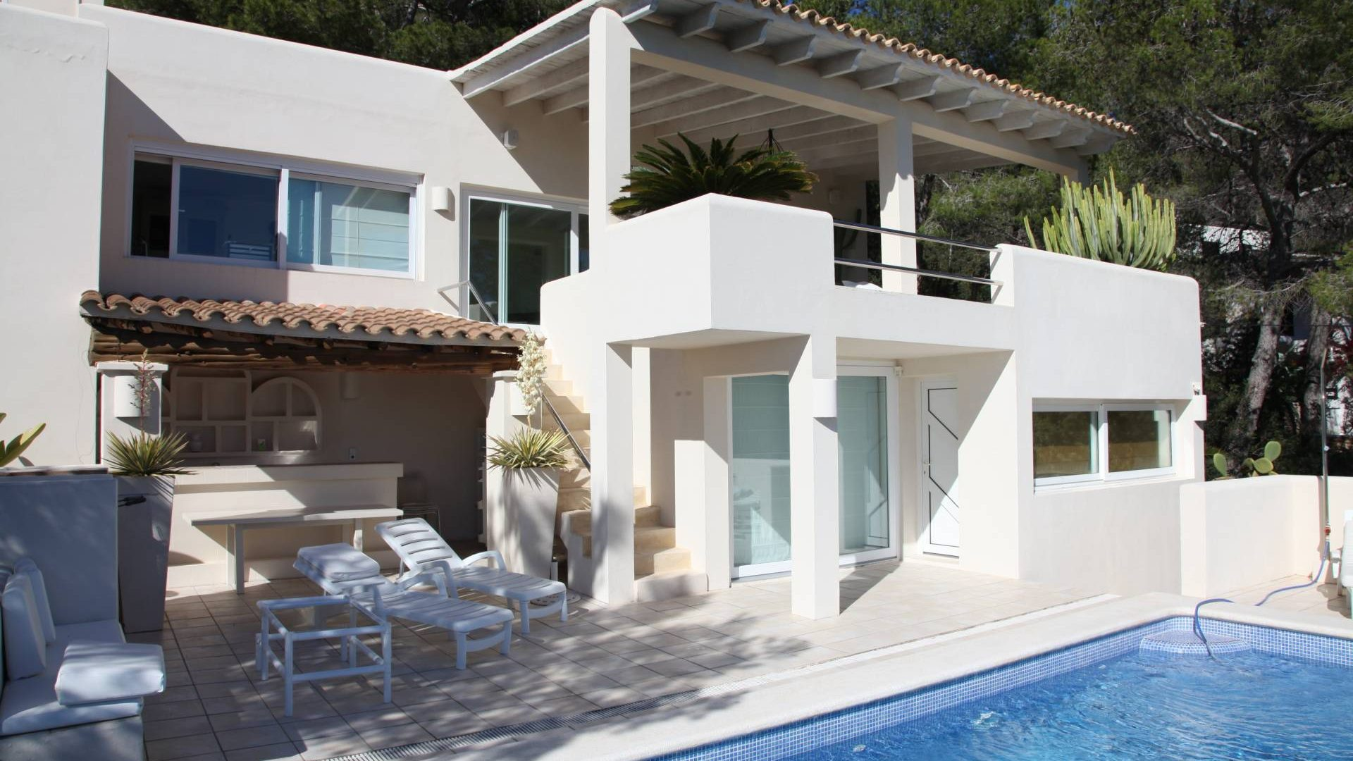 Villa on the west coast with unbeatable sea & sunset views to buy