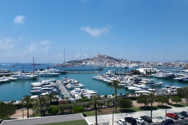 Stunning 2 bedrooms apartment with the view for Dalt Vila in Miramar.