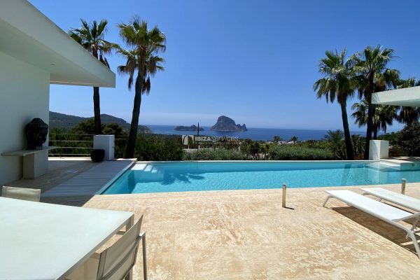 For sale luxurious villa with spectacular views of the sea and Es Vedra
