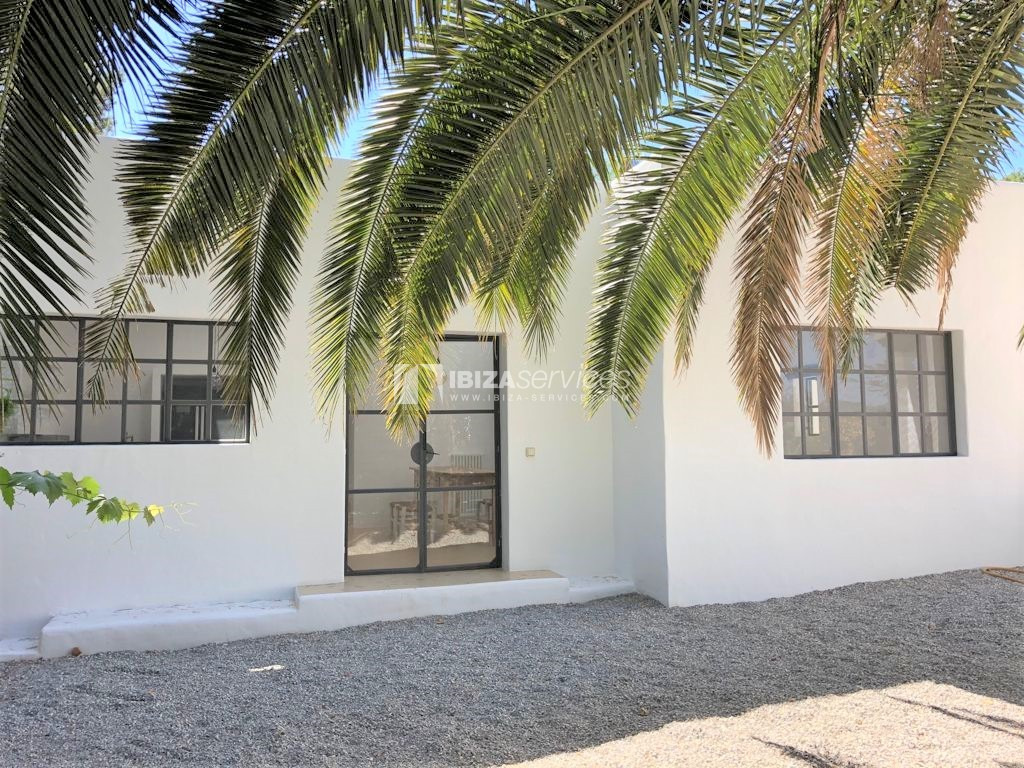 A charming home with guest house and large pool near Santa Gertrudis to buy