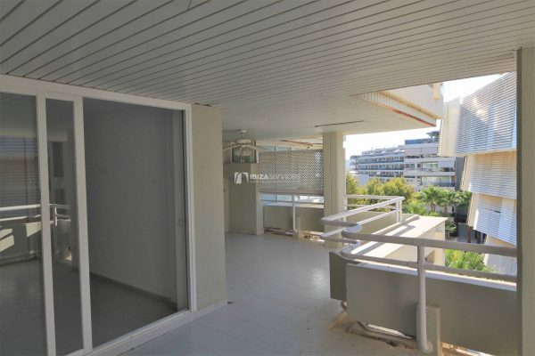 2 bedroom Flat For Sale in Marina Botafoc with community pool