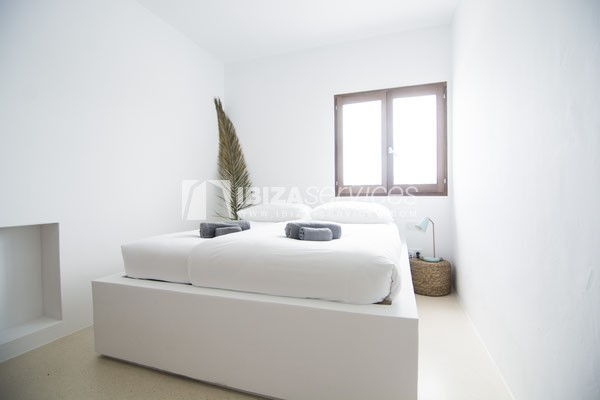 Authentic Ibiza style villa KM5 for 20 people groups perspectiva 16