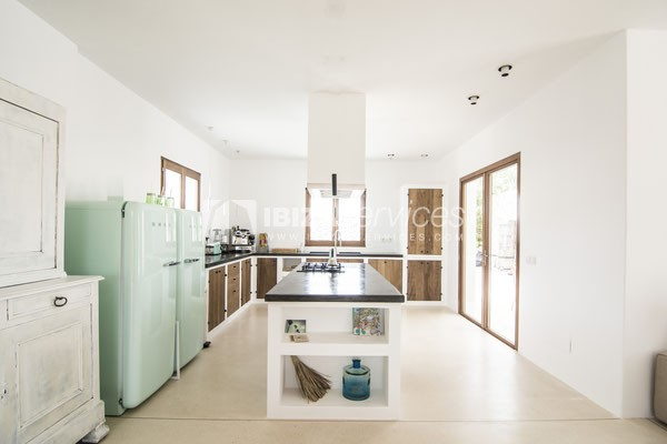 Authentic Ibiza style villa KM5 for 20 people groups perspectiva 17
