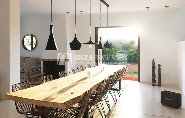 Authentic Ibiza style villa KM5 for 20 people groups perspectiva 18
