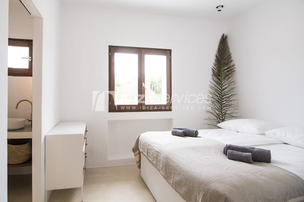 Authentic Ibiza style villa KM5 for 20 people groups perspectiva 20