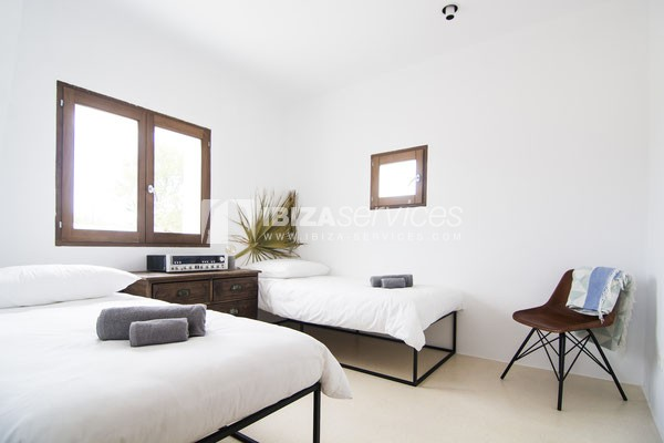 Authentic Ibiza style villa KM5 for 20 people groups perspectiva 22